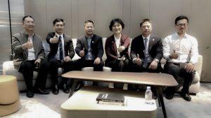 深圳政协副主席张晓莉亲临华意空间展厅指导并提出宝贵意见